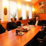 Встреча священника общины с мэром города Хевиз