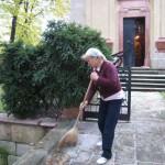 Подготовка храма к освящению памятного креста