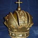 Символические короны Романовых и Габсбургов вернулись в Иремский храм