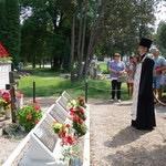 Панихида в День Победы у воинского мемориала на кладбище в Кестхее