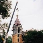 Установка купола и креста на колокольне колпинского храма